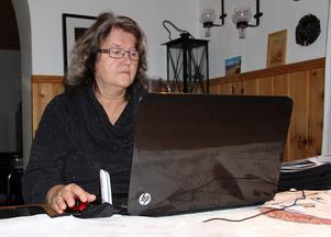 Elvine Lindell, Furudal, SD-ledamot i kommunfullmäktige i Rättvik, ska ha avsagt sig alla politiska uppdrag. Detta uppger tidsskriften Expo. Uppgifterna bekräftas av Madelene Vestin, ordförande för Sverigedemokraterna i Dalarna, som Expo har pratat med.