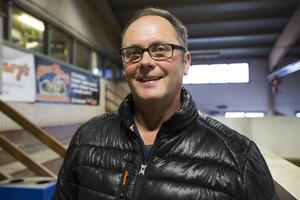 Leif Hall från arrangörsklubben Gävle Ryttarsällskap uppskattar Mittmedias livesändningar under Gävle Horse Festival.