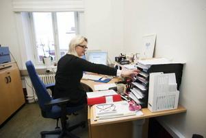 Monica Bergström jobbar på tredje våningen där landstinget har sin psykologmottagning för blivande föräldrar och småbarnsfamiljer. Hon stortrivs i Gamla Grand.