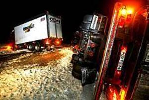 Ingen person skadades vid olyckan men väg 67 blockerades under hela kvällen. Foto:NICK BLACKMON