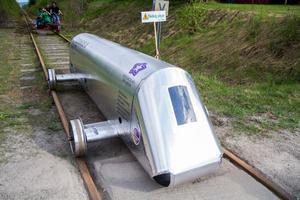 Tävling pågår på Dellenbanan och resulterade i ett nytt världsrekord för energieffektiva järnvägsfordon. Eximus II från Högskolan Dalarna vann.