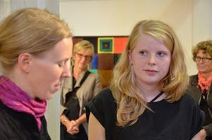 Frida Altskog får konstipendiet för unga vuxna av Jeanette Wallgren, Norra Vätterns Bild- och formkonstnärer.