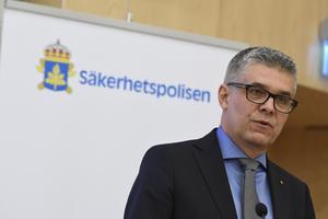 Säpochefen Anders Thornberg presenterarsäkerhetspolisens årsbok vid en pressträff på torsdagen.