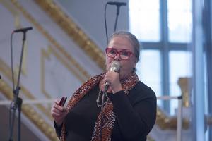 Mellan låtarna berättade Py Bäckman om när hon skrivit dem.
