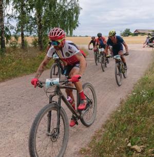 Långlopps-SM i Motala i somras är en av Johan Lindboms bästa tävlingar i karriären: Han var med i kampen om femteplatsen i elitklassen tills bara någon kilometer återstod, och slutade sjua.  Foto: Privat