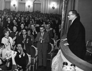 Dmitrij Sjostakovitj hyllas av konsertpubliken. Foto: A. Konkov/AP Photo