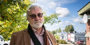 """""""Få saker irriterar mer än parkeringsproblem. I Mora kan det vara fullt. Men det är också så att 500 av de anställda bor inom tre kilometer och kortare"""", skriver Bo Brännström (L). Foto: Martin Wik"""