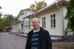 Affärer och fastigheter det är melodin för Pontus Björklin.  För tillfället är  det 38 företag som hyr in sig i hans olika lokaler.  I det nyrustade Strömsborg är det med de 13 företag som hyr in sig där fullt.