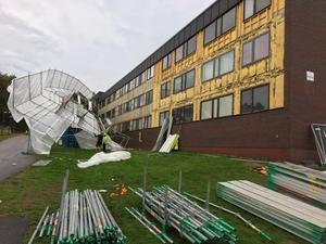 Byggnadsställning föll