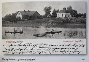Västra vattenflödet nedanför kyrkan. Sommaren 1902. Publicerad i Bergslag och bruksbygd av Lars Hagström. Ur Sten B Noréns bildarkiv.