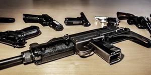 Sätt in civilklädd militär att arbete jämsides med polisen i jakten på vapen och sprängämnen, anser insändarskribenten. (Foto: Tomas Oneborg(
