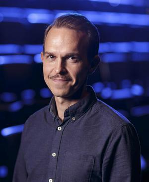 Isak Hjelmskog, har bearbetat och regisserat pjäsen
