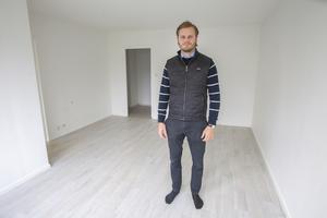 Lägenheterna har fått så kallade kosmetiska renoveringar. Det innebär att fastighetsägarna bytt ut bland annat golv, lister och målat om.