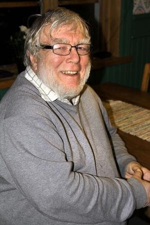 Lennart Andersson är glad åt att telefonen fungerar igen, men tycker telefonbolaget borde ha bättre koll.