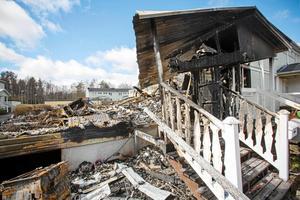 Någon dag efter storbranden fanns bara rester kvar av Fredriksgatan 76 A.