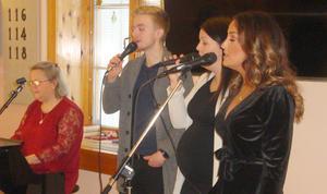Från vänster vid pianot Petra Enarsson, Oskar Engstrand, Malin Sandqvist och Nadia Edfalk. Foto: Sture Björk