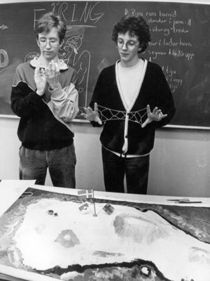 På kulturdagen 1986 visade eleverna på PC upp kulturer från en mängd länder i världen.  Ulf Norberg och Patrik Ragnarsson hade gjort en topografisk karta över Grönland och visade upp grönländska snörlekar.