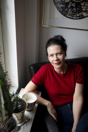 Marina Nilsson debuterar med en berättelse om hur människa och maskin möts i sängen. Bild: Emil Malmborg