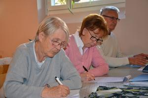 Eleverna i djup koncentration. Elisabeth Engström, Christina Falk och Kåre Karlsson.