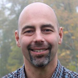 """""""Jag har alltid ett positivt urval"""" säger Stefan Ruocco, rektor på Vackstanäs gymnasium om rekryteringen av behöriga lärare."""