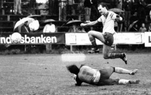 Börje Forsberg gör 2-0 på hemmaplan i kvalet mot Karlstad BK i oktober 1984. Målet betydde att matchen gick till förlängning och straffar. Ett straffavgörande som Ope IF vann.