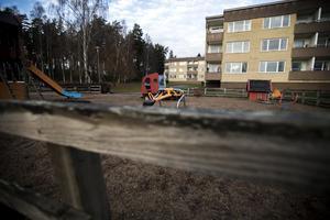 Enligt mamman till det ena barnet var flickorna på väg till parkeringen när incidenten inträffade.