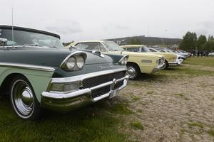 Flera amerikanska bilar fanns med på utställningen.
