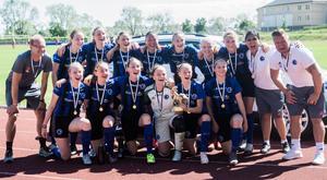 Sedvanlig fotografering med Täby FK efter finalsegern.
