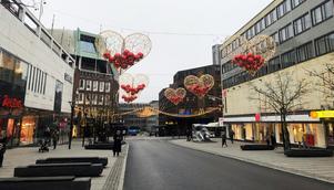 Nu är den nya vinterbelysningen på Vasagatan färdigmonterad och tänd.