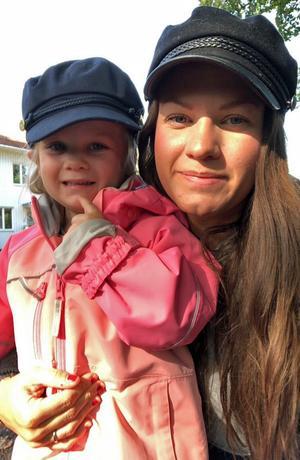 Robbin Selins flickvän Ida Lundin tillsammans med dottern My. I dagarna väntas My få en lillasyster.