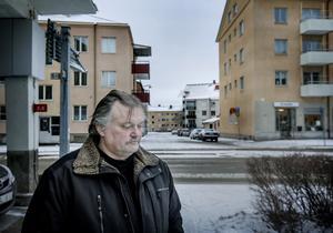Per Nessén drev firman Nesséns golvslip, som hans far startade redan 1979. Nu har han gjort konkurs. En starkt bidragande orsak var att han inte fått betalt för arbeten som han utfört åt Davor Dundics företag Vatten och Värme i Örebro, som driver Comfortbutiken på Aspholmen.