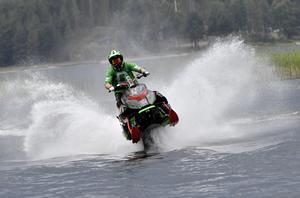 Terje Staffansson på väg mot segern i Särna Watercross.