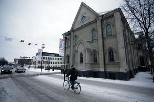 ÖDESFRÅGA. Nu har Sandvikenspolitikerna fått en prislapp inför beslutet om att riva eller rusta före detta kulturhuset Drottningen som dessförinnan var baptistkyrka.