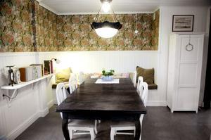 Familjen ville ha ett kök som det är lätt att umgås i och det har man lyckats med.