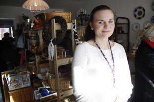 Trixie Nilsson-Stridh är en av dem som jobbar på Avesta katthems loppmarknad.