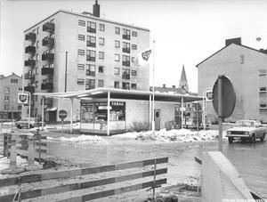 Kiosk på Skolgatan, 1960-tal. Fotograf: Okänd (Bildkälla: Örebro stadsarkiv)