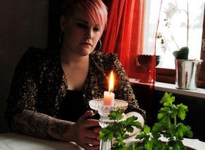 Att förlora Anders innebar inte bara sorg, utan också en identitetskris för Emelie Åkerblom.