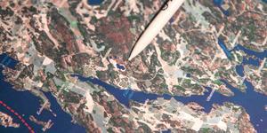 Klubban hittades på 1960-talet av en privatperson i ett skogsområde nära kalkbrottet i Stora Vika (den lilla blå sjön). I närheten går i dag den så kallade fjärilsstigen.