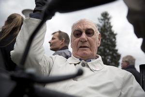 Lennart Granqvist var med i Socialdemokraternas demonstrationståg för 80:e gången och uttryckte stor förvåning över att polisen låter nazisterna marschera mitt i stan. Ickorrbotten ute i skogen, där kunde de ha fått hålla till, tyckte gamla kommunalrådet.
