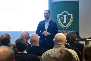 Vetton Gramozi kliver tillsammans med Rony Forsberg in i J-Södras styrelse.