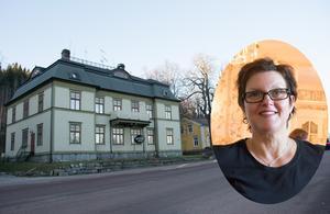 Hotell Aina är i dag ett mysigt pensionatsalternativ till storstadsboende, och drivs av Anette och Per-Erik Södernerg. De bor själva i gamla prästgården (gul) intill hotellet. Båda husen är i farozonen när järnvägen dras om.