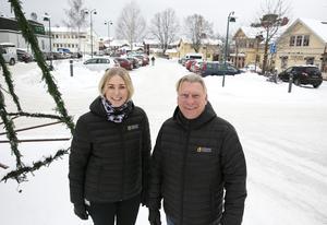 Linda Hjerpe och per Strid tror att scenen kommer hamna mellan Coop och Hårstråt i norra delen av parkeringen men ett definitivt beslut har inte tagits än.