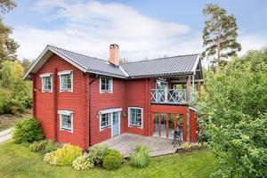 Denna villa på Storhagen i Sundborn ligger trea på Hemnets dala-Klicktoppen för vecka 38.