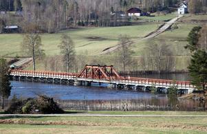 Vikbron, numera en vattennära (och avstängd) passage över Ljungan