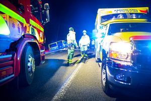 Ett stort räddningsuppbåd fanns på plats utanför Bjursås på tisdagseftermiddagen efter att en ambulans och en personbil kolliderat.