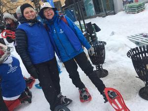 Gunilla Skyttner och Gunilla Ojala från Friluftsfrämjandet demonstrerade snöskor.