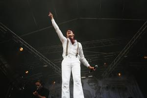 2006. Håkan Hellström uppträder på P&L två år i rad, 2005 och 2006.