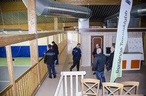 Representanter från Islamiska förbundet fick under fredagen en visning av tennishallen.