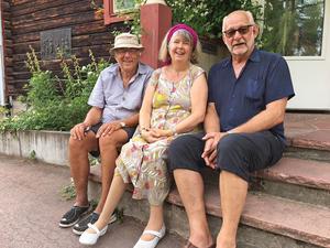 Anders Liljas (tv) var den som ordnade så att sommarmötet kom till Leksand, Helene Egnell (mitten) från Stockholm leder en av samtalsgrupperna och Kenneth Kimming, som bor i Vällingby koordinerar hela sommarmötet.