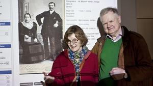 Anne-Marie och Björn Alnebo, Järfälla, kom till Arboga med en massa fotografier på personer som har anknytning till Arboga.